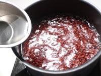 沸騰したら差し水をする(2回くり返す)
