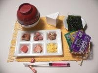 ご飯と具と茶碗を用意する