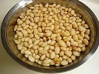 大豆を水につけておく