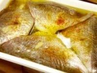 真鯛を三枚におろし、身は半日ほど冷蔵庫でマリネする