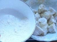 小麦粉をまぶす