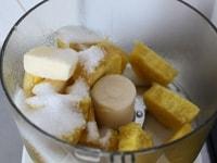 さつまいも、グラニュー糖、バター、塩を混ぜる