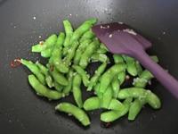 枝豆を加えて、炒める