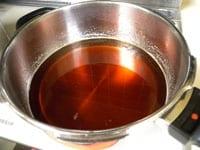果汁を半分になるまで煮詰めたら、火を止める