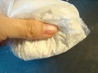粉と合わせてつぶす