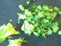 ブロッコリーを切る