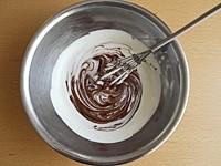生クリームとチョコレートを合わせる