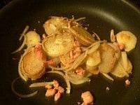 塩こしょうで味を調えて皿に盛り、青ねぎを散らす