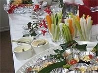 野菜ステックと3種類のディップ