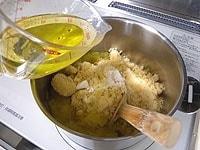 さつまいも、砂糖、塩、栗のシロップを入れる