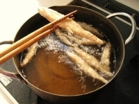 160℃の油で揚げる