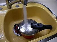 5の圧力鍋を急冷する