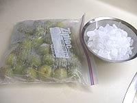 カチカチに凍った青梅