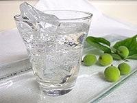 梅ジュースを割って飲む