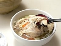 塩とコショウで肉を食べてから、具とスープを混ぜて食べる