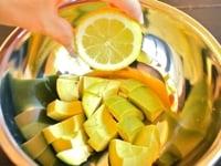 レモン汁をかける
