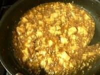 水溶き片栗粉でとろみをつけ、ネギを加え、ごま油で香りをつける