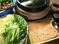 野菜・木綿豆腐・しらたきを切る