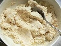 おから、片栗粉、牛乳、水を混ぜる