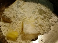小麦粉に絡める