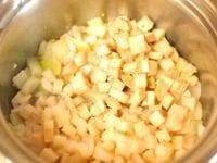 固い野菜を炒める
