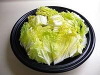 白菜をざく切りにして入れる