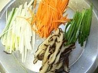 野菜を細く切る