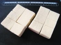 高野豆腐を水戻しし、食べやすい大きさに切る