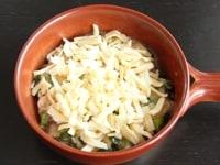 チーズをかけてオーブンで焼く