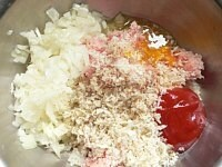 米をといで、ハンバーグ種を作る