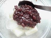 氷と小豆餡を入れる