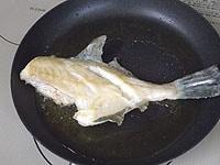 サラダ油で両面に焼色をつける