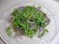 水気を切った野菜をのせる