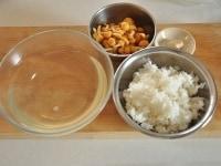 なめこ雑炊の材料を準備する