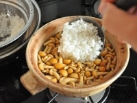 ご飯を入れて炊く