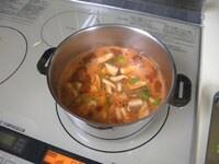 ベーコン、野菜を加え煮る