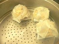 オーブンシートに一個ずつのせて蒸す