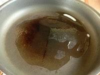 フライパンを熱し、ラードとサラダ油を入れる