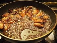 バルサミコ酢を入れて煮詰める