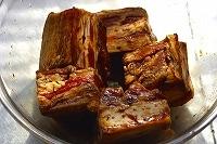 豚肉や調味料の準備