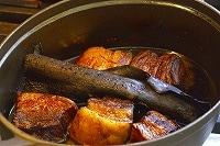 常温まで冷まし、肉に味をなじませる