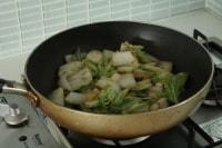 調味料を加え、塩、こしょうで味を調えたら完成。