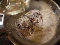 液体類を加え、混ぜる