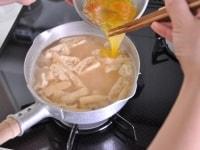 お味噌汁を仕上げる