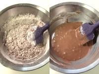 ふるった粉を加え、粉っぽさがなくなるまで混ぜる