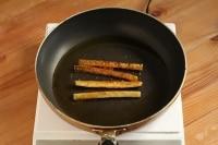 オリーブオイルを熱し、(3)を揚げ焼きします。