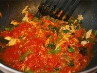 トマトソースを温める