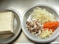 野菜を刻む