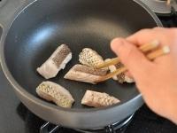鯛を焼いて火を通す