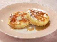 バターをのせ、粉砂糖とシロップをかけて食べる